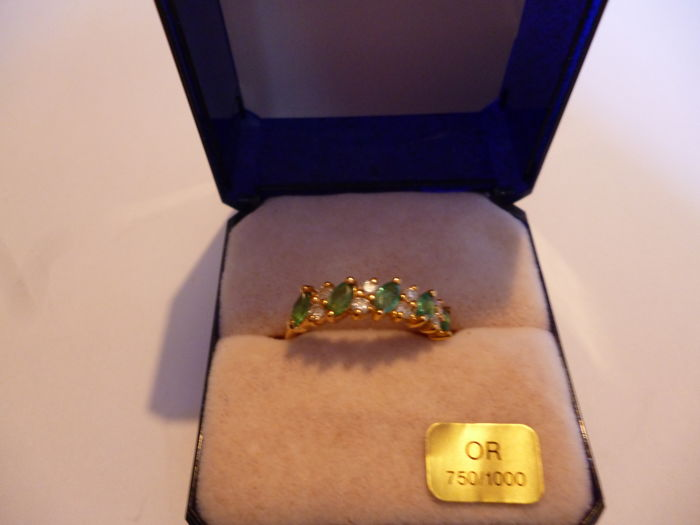 New ring with emeralds and diamonds + case - size 53