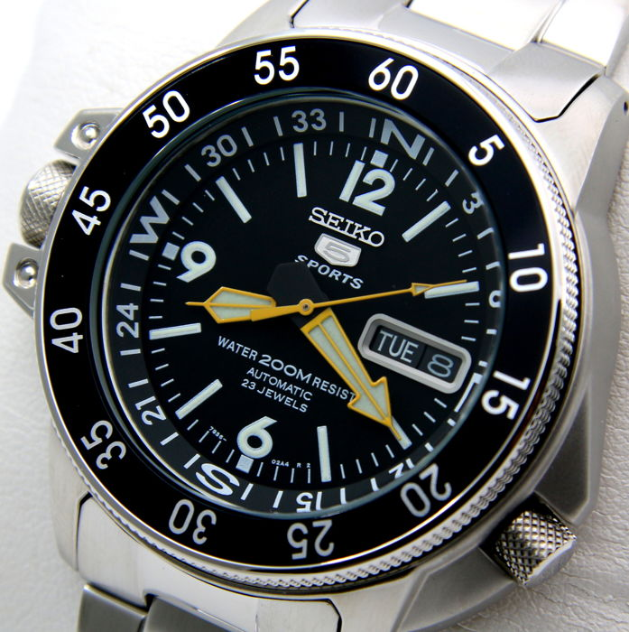 "Seiko - - Automatic 23 Jewels 5 Sports ""Black-Yellow"" - - Heren - 2011-heden"