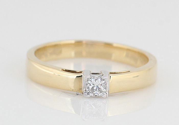 14 kt gold diamond ring / G SI diamonds, 0.25 ct in total / weight: 3.50 g / ring size: 57