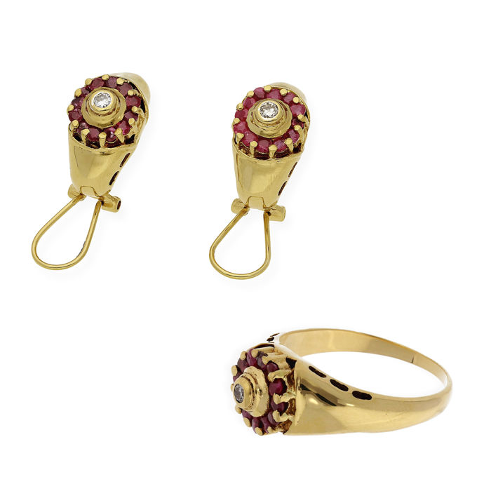 18 kt gold - Ring and earrings - 0.40 ct of diamonds. - 0.60 ct of rubies. - Ring size: 26 SP