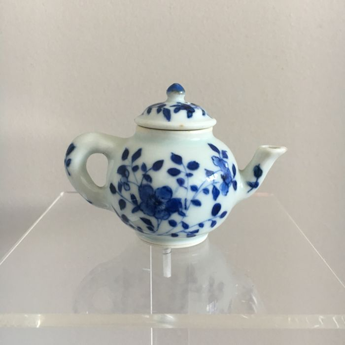 Fine Chinese porcelain marked miniature teapot - China- Kangxi period