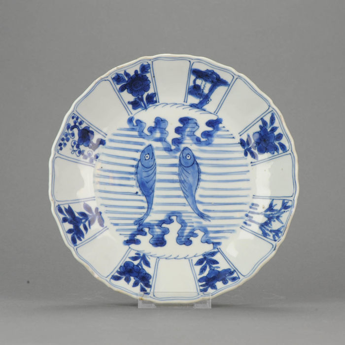 Porcelain plate double fishes - China -Ming / Transitional