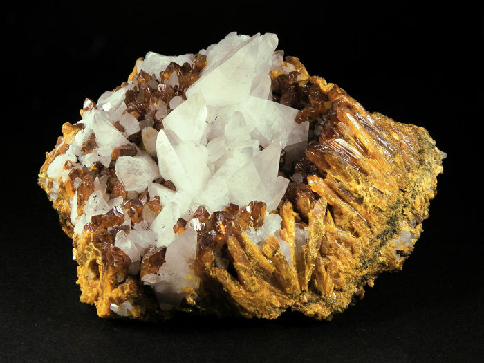 Orpiment Crystals - 10 X 9,5 X 6 cm - 870 g - (1)