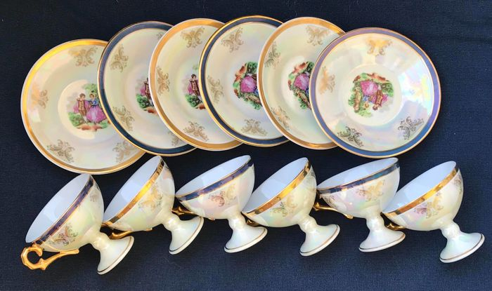 Limoges - collection of 6 Limoges coffee cups - goblet-shaped coffee cups with gold miniatures - porcelain - Baroque