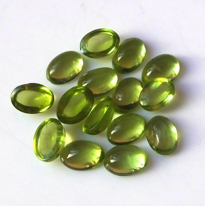 Lot of 15 pieces of oval peridot, 8.50 ct in total