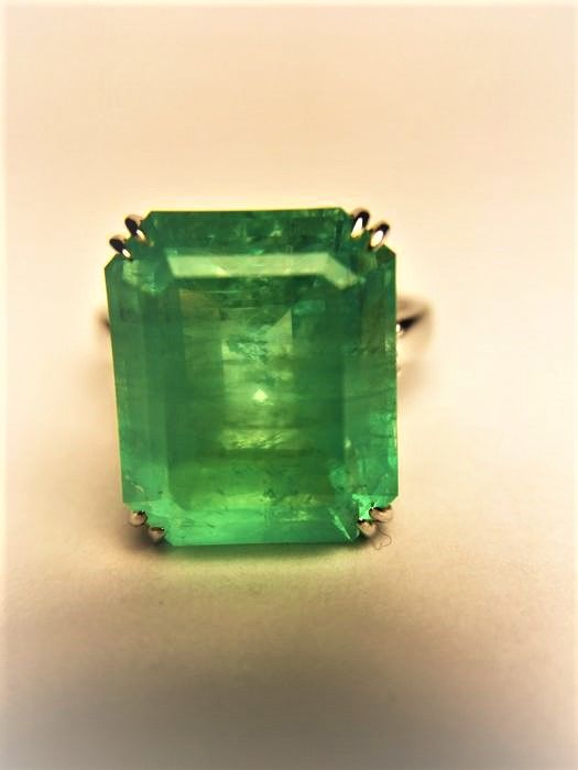 Ring - White gold - Natural (untreated) - 10.59 ct - Emerald and Diamond