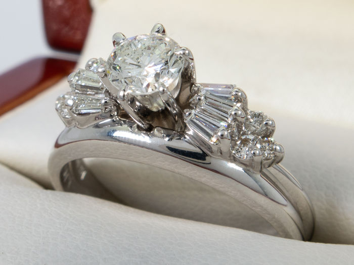 0.98 carat with 0.50 ct - VS2 solitair diamond ring set in 14kt gold - No reserveprice
