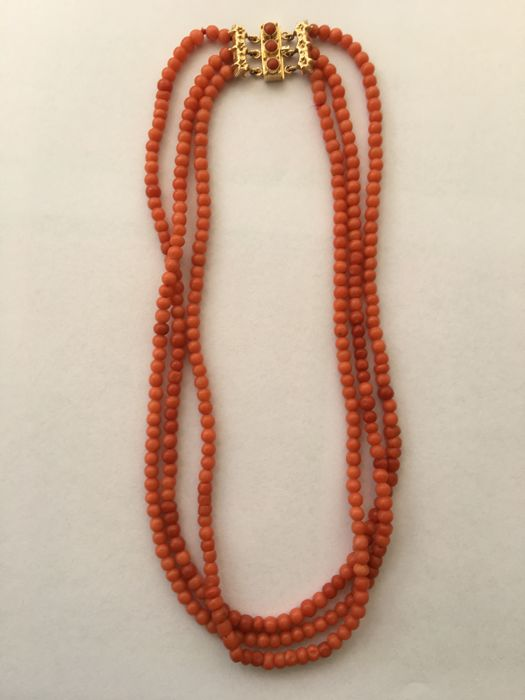 Necklace from early 900s with three strands in red Mediterranean coral