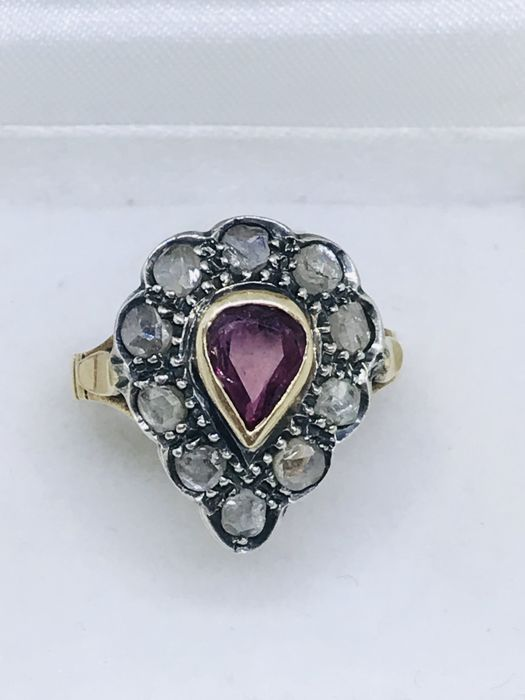 Ring in 14 kt gold with rose coronet of diamonds and ruby
