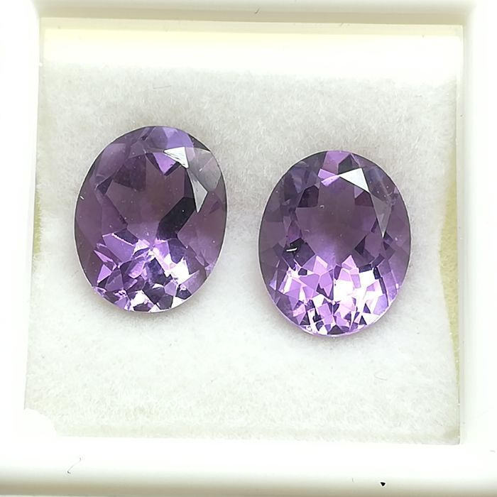 Pair of Amethysts - 5.21 ct