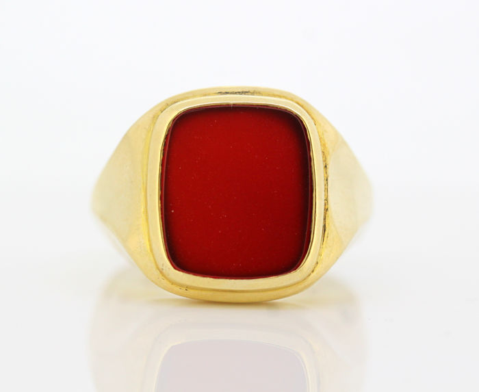 Vintage 9K gold ring with carnelian seal - London 1968