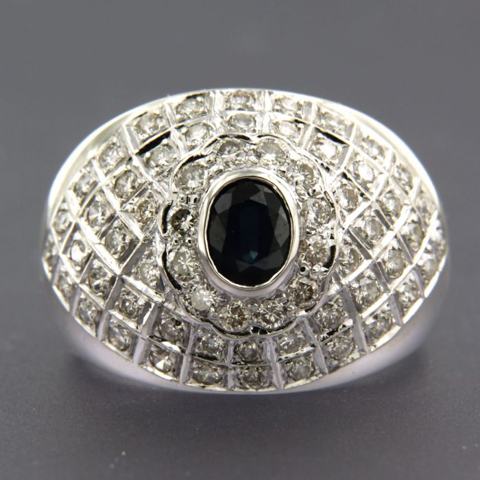 18 kt white gold ring set with sapphire and brilliant cut diamonds, ring size 17.5 (55)