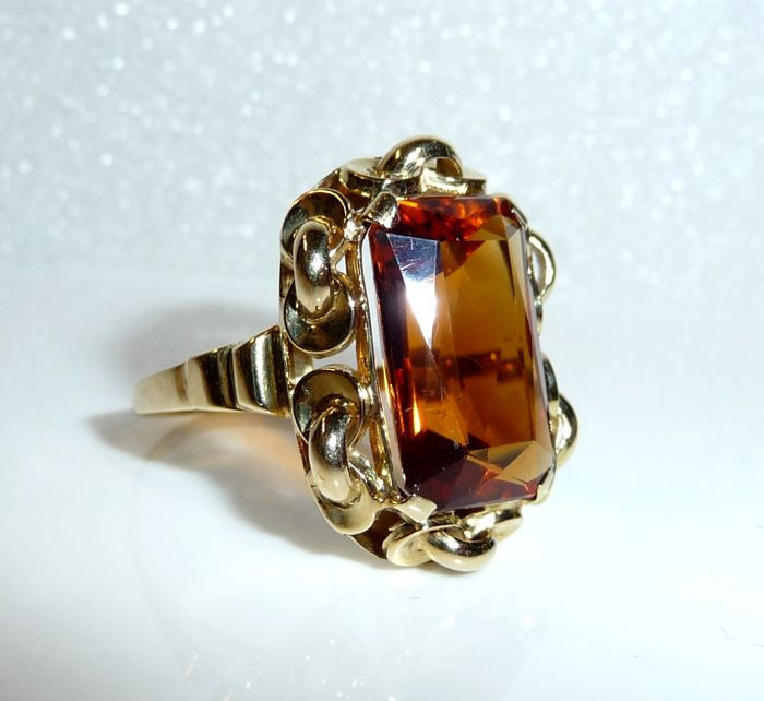 Imposing ring made of 14 kt/585 gold with an approx. 6.2 ct  citrine, ring size 55 - adjustable; no reserve price
