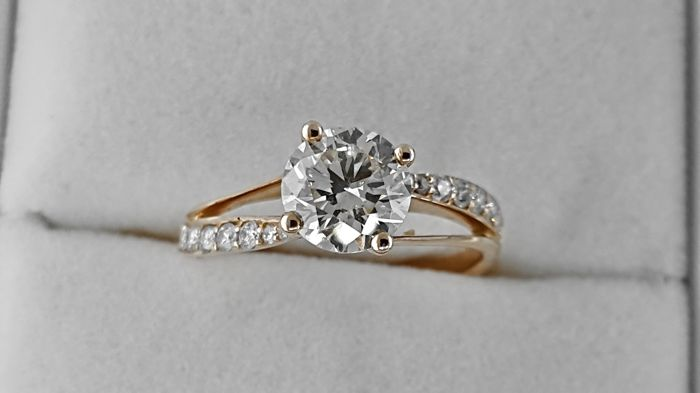 Ring - Gold - Commonly treated - 1.02 ct - Diamond