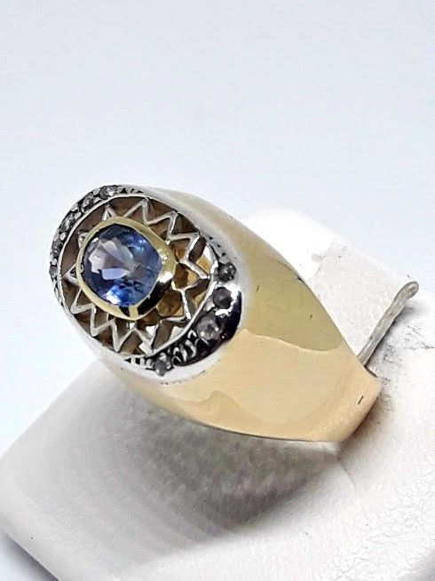Gold ring (18 kt) from the 1970s - Antique cut diamonds and natural sapphire - Size 15 mm