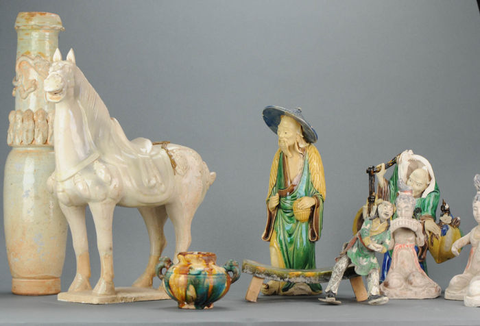 Lot Tang Style objects, Horse, Vase and statues - China - late 20th century