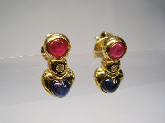 14 kt earrings with blue sapphire hearts (0.80 ct.) rubies (0.30 ct.) and diamonds (0.06 ct.), length 1.3 cm