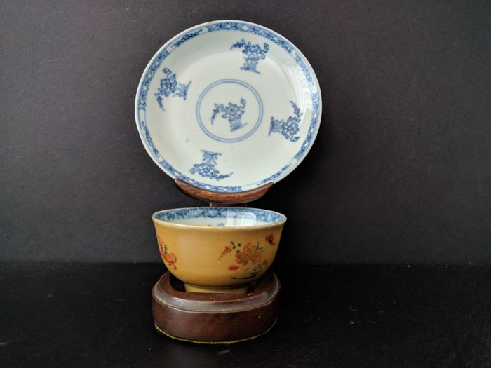 Porcelain cup with platter - Famille verte - Chinese - Kangxi
