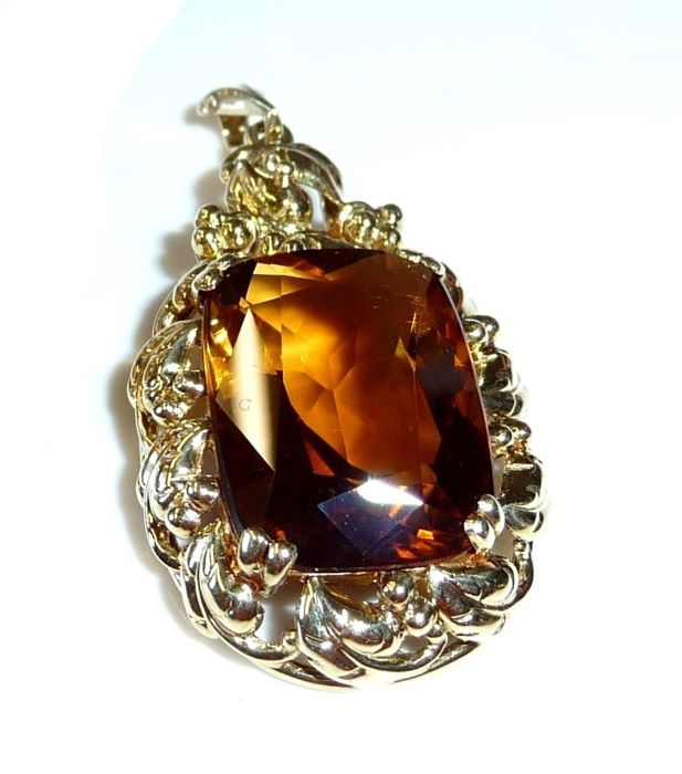 Pendant made of 14 kt/585 gold with an approx. 10.5 ct  citrine - artistically handmade; no reserve price