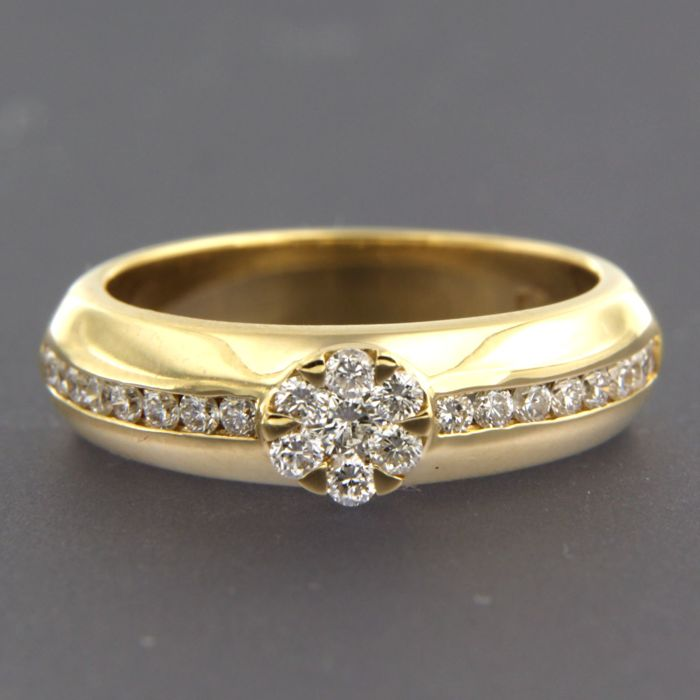 18 kt yellow gold ring, set with brilliant cut diamonds of approx. 0.70 ct in total, ring size: 17.5 (55)