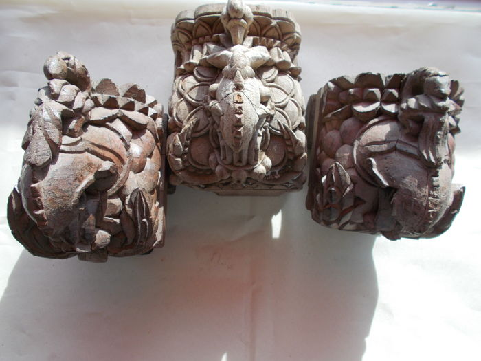 A group of three indian wooden carved corbels - India - 19th century