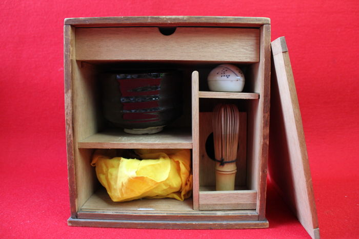 Japanese ceramic and bamboo tea ceremony tools set with Chabako box   - Japan - late 20th century