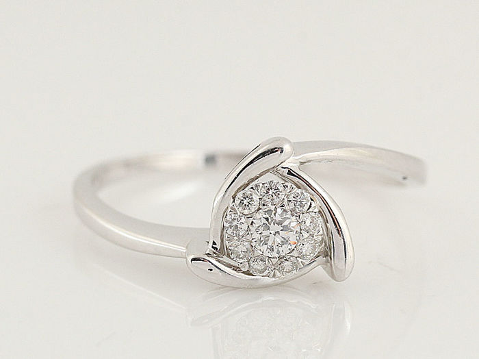 14 kt white gold diamond ring - G–H - VS–SI diamonds 0.17 ct in total - weight: 1.90 g - ring size 54