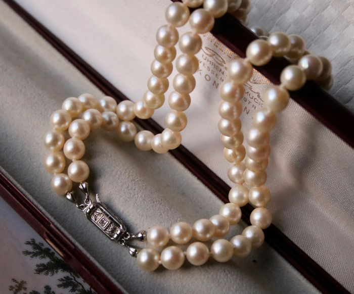 (59.3 gr.) 2-strand Antique, Necklace - White gold - genuine Sea /Salty Japanese pearls and Art déco diamonds lock.