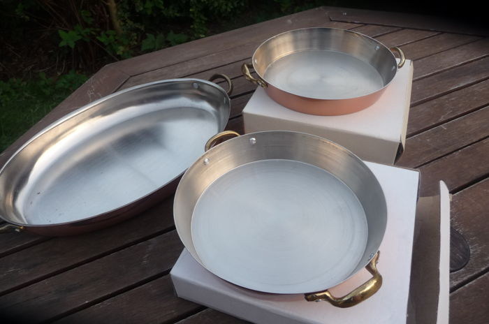 large oval fish pan and two round pans - Copper