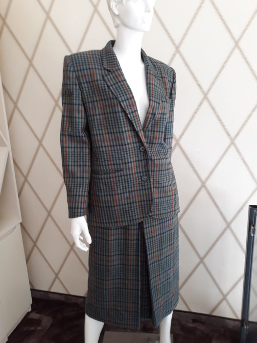 9f9863169bd00 Burberry - Suit - Vintage - Catawiki