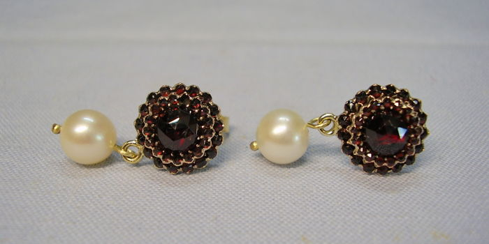 Earrings - Gold - 6 ct - Garnet and Pearl