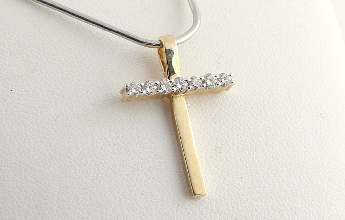 14 kt gold cross pendant with diamonds of 0.30 ct in total, G-H VS-SI, size: 23.6 x 16.4 x 3.6 mm, weight: 1.9 g