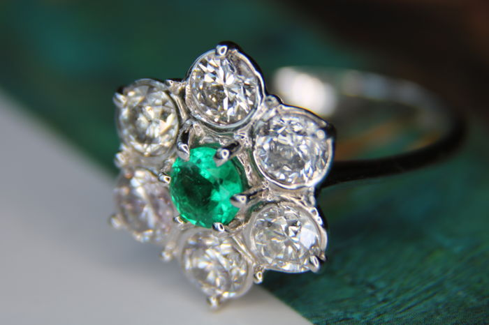 Certificated Columbian [F-G/SI-I1] approx. 2,66Ct. - White gold - Emerald and Diamond