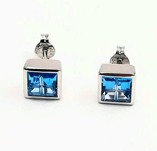 Women's earrings in 18 kt white gold with topaz, dimensions 5.48 mm Length 0.50 cm Total weight 3.93 g