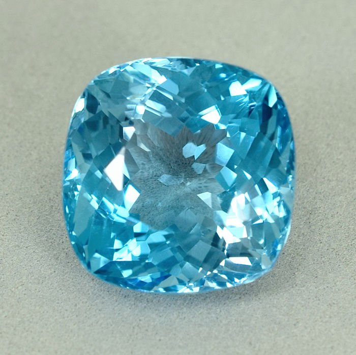 Zwitsers blauw Topaas - 39.92 ct