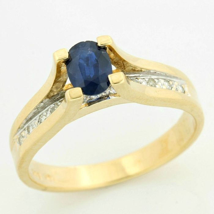 Ring - Gold - Natural (untreated) - 0.85 ct - Sapphire and Diamond