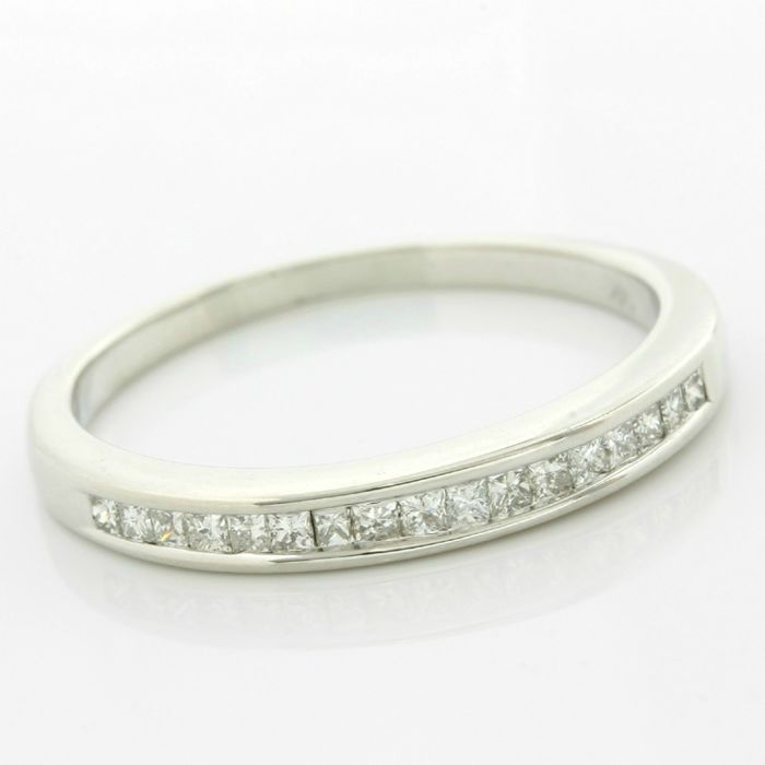 14kt White Gold 0.25ct Princess Cut Diamond Ring; Size: 8