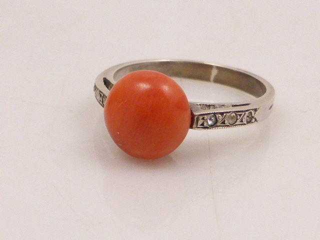 835 silver ring with genuine precious coral of 8 mm in diameter