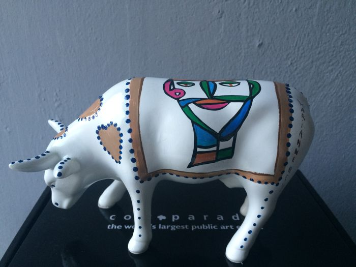 Marianne Bey - CowParade - Ceramic cow from the CowParade collection Unique Cow - Indian man