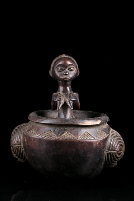 Cup with figure of the Bugabo power - Luba - Congo