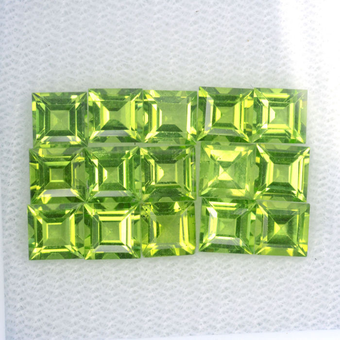 Peridot - 10.35 ct in total - 15 pieces