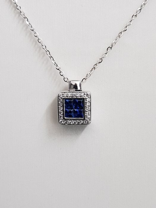 18 kt white gold pendant with sapphire and diamonds, necklace length 42 cm