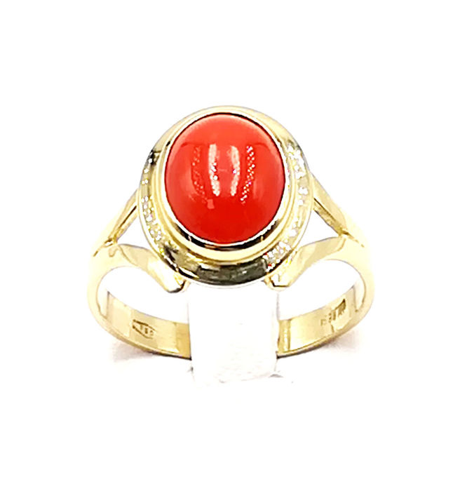 Women's Ring in 18 kt Yellow Gold with Oval Cut Sardinian Coral dim. 9.01 x 7.76 mm Size 14 Total Weight 3.35 g