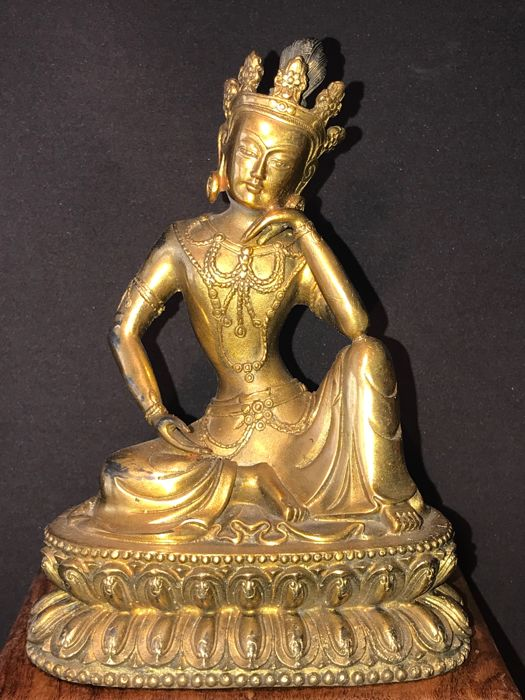 A seated statue in gilt bronze of Avalokiteshvara - Nepal - late 20th century