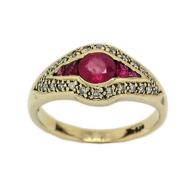 Vintage 375/1000 gold ring with rubies and diamonds.  Size 13 Tatum