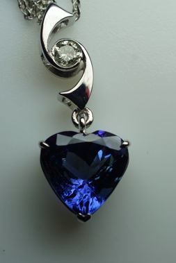 14 kt Gold Necklace with Tanzanite 4.76 ct - Diamonds of 0.15 ct - length 42 cm