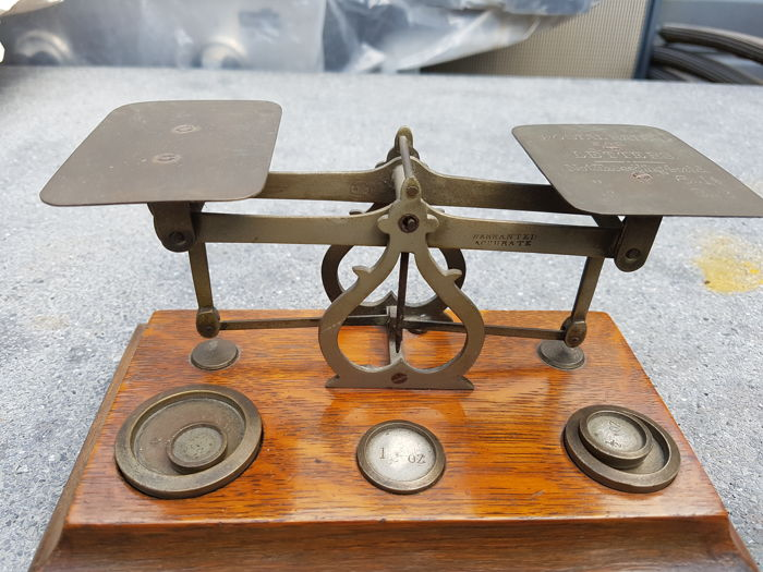 Antique mail / post scale - including weights - Catawiki