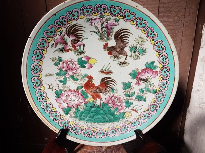 A large fine bird and roosters famille rose plate - China - 19th century
