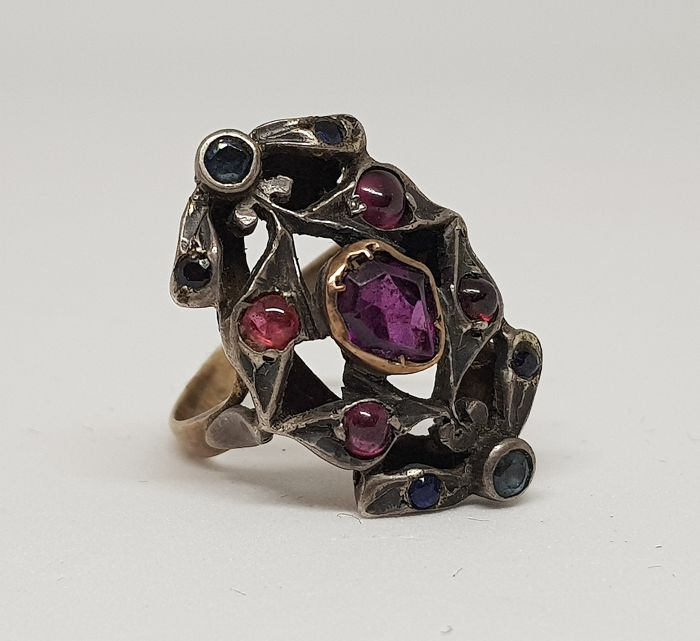 Liberty ring, Italy, circa 1890, in gold and silver, with 1 ct ruby and surrounding rubies and sapphires.