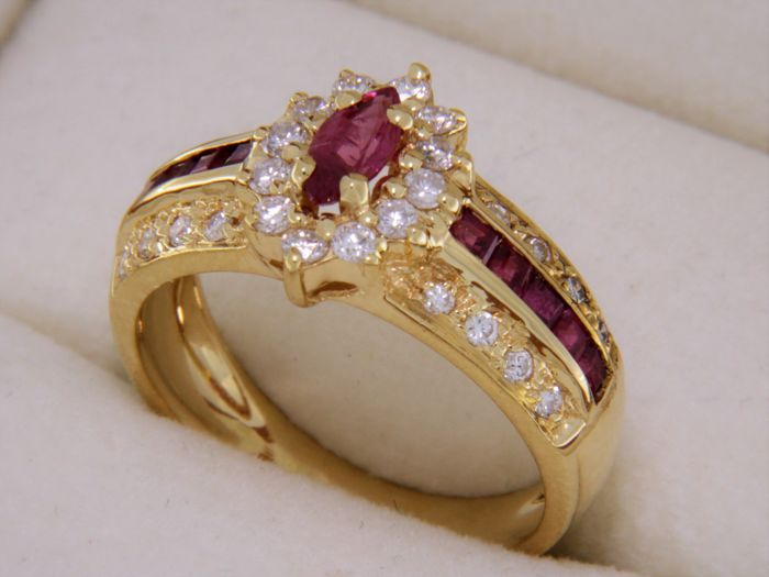Yellow Gold Ring with Central Ruby and Calibrated Rubies and Diamonds